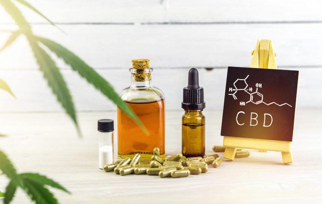 L'action anti-inflammatoire de l'huile de cannabidiol permet d'apaiser les douleurs des lésions liées au psoriasis.