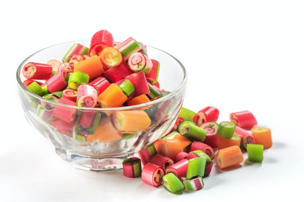 Le CBD se mêle à d'autres saveurs dans les bonbons.